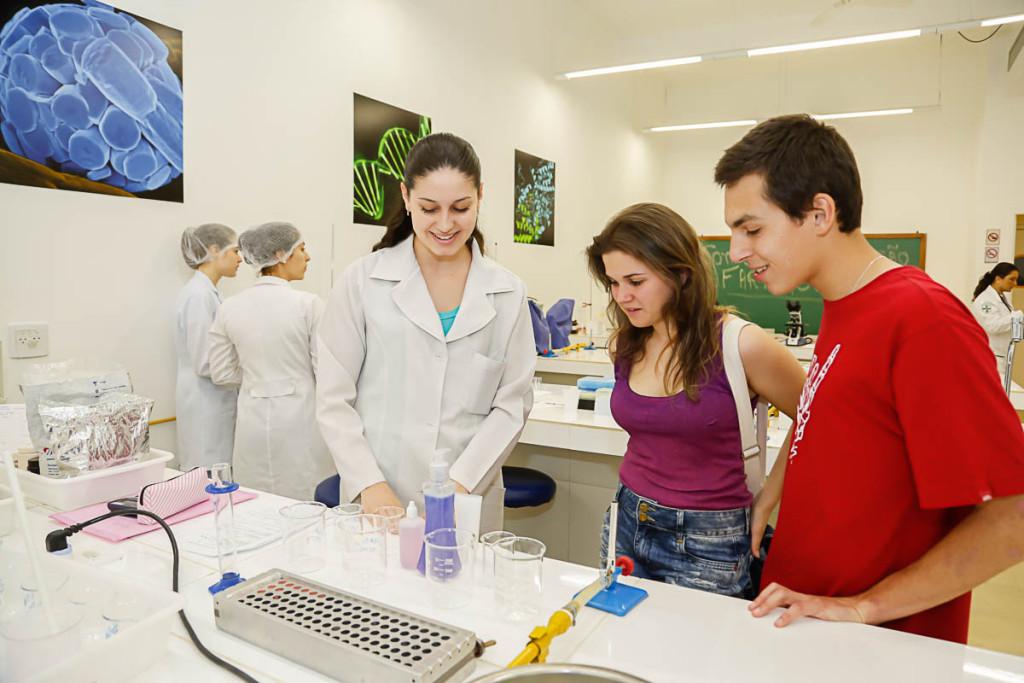 A Feira de Profissões da FPP permitiu que os estudantes conhecessem a rotina dos profissionais de saúde na prática.