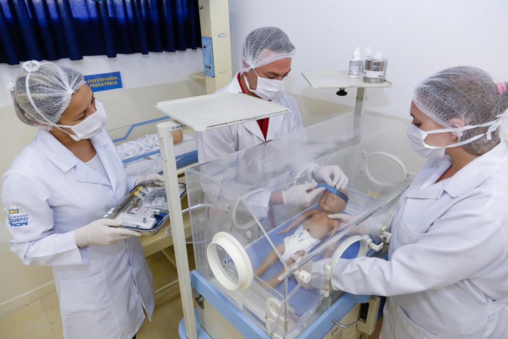 Profissionais de Enfermagem, Odontologia, Farmácia, Psicologia e Serviço Social.