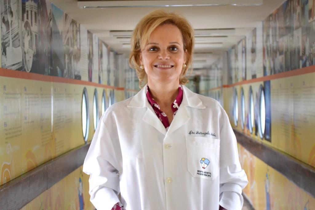 Rosângela Réa, médica endocrinologista do Hospital Pequeno Príncipe e professora/coordenadora da Unidade de Diabetes do Serviço de Endocrinologia e Metabologia do Hospital de Clínicas da UFPR (SEMPR), traz informações importantes sobre a diabetes.