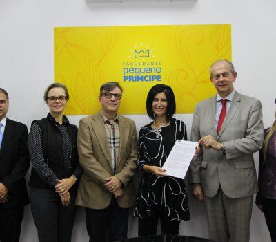 Assinatura do contrato entre a FPP (Núcleo de Internacionalização) e o Banco Santander